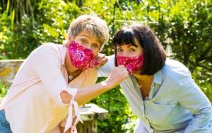 Endlich dürfen wir uns die Masken vom Gesicht reißen!